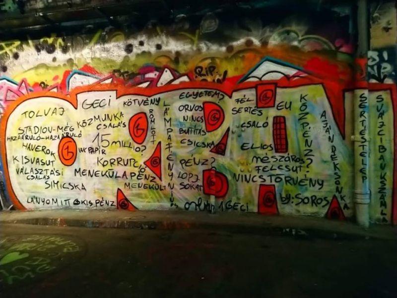 """Orbán """"bűneit"""" festették a falra London egyik forgalmas helyén"""