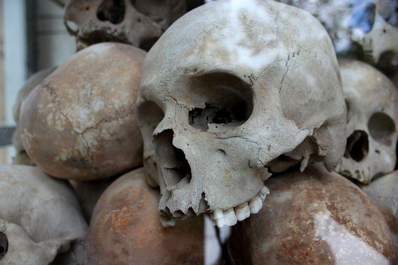 Újabb félszáz, titokban elhantolt holttestre leltek