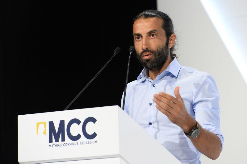Beépített ügynök is felszólalt a migrációs konferencián