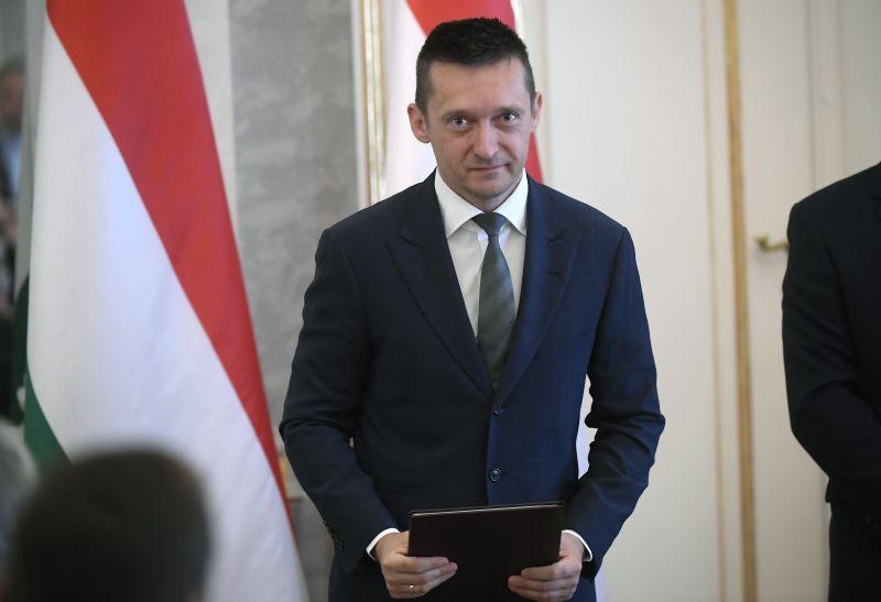 Rogán: a Fidesz addig marad a néppártban, amíg az nem lesz bevándorláspárti