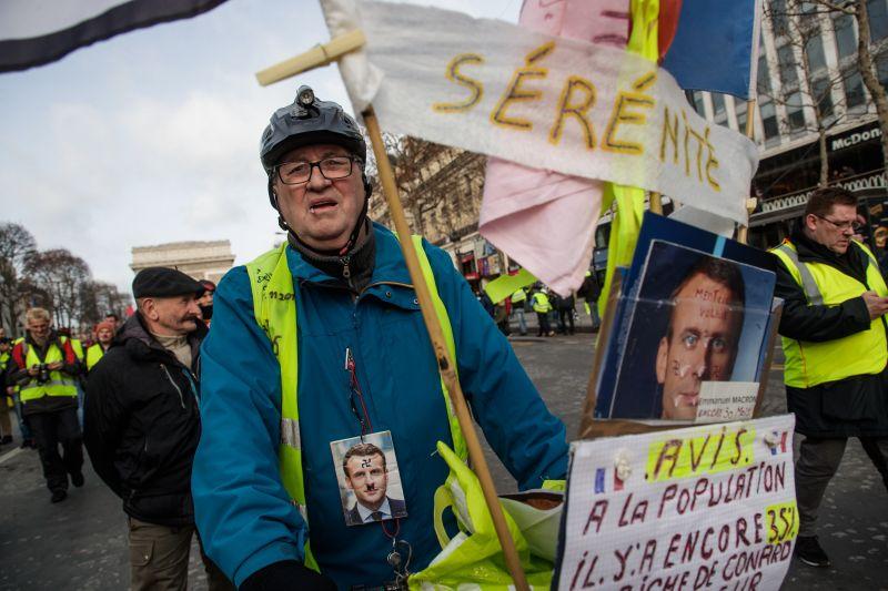 Francia zavargások – A belügyminisztérium szerint országszerte 32 ezren, a szervezők szerint 230 ezren tiltakoztak