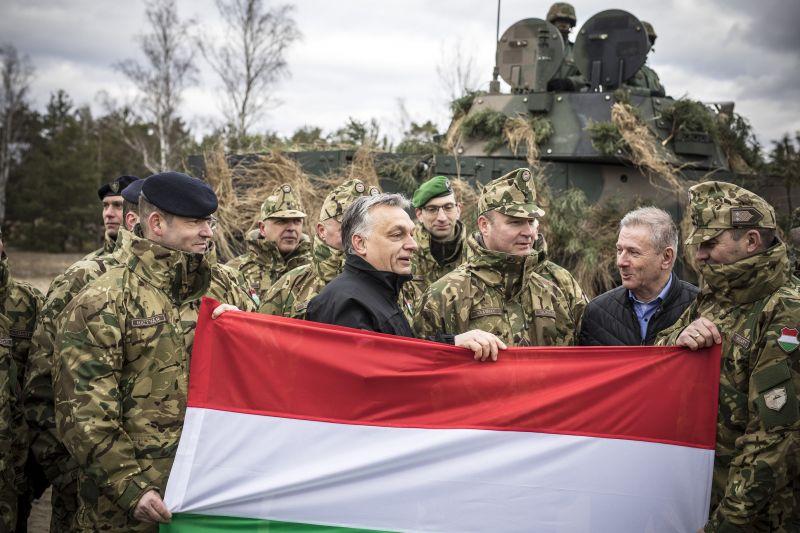 Orbán a lengyel NATO-ünnepségen is a migrációt emlegette