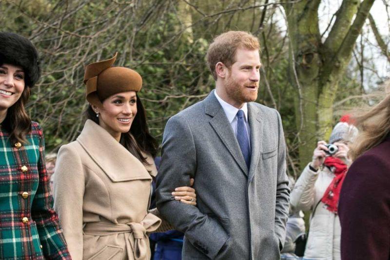 Meghan és Harry a királyi családon kívülről választhat keresztapát a gyermeküknek