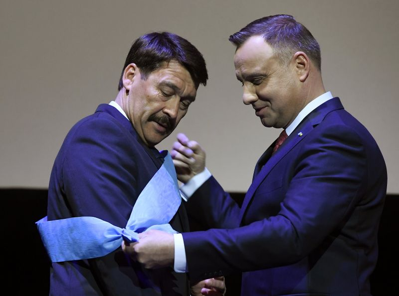 Áder János megkapta a legmagasabb lengyel állami kitüntetést