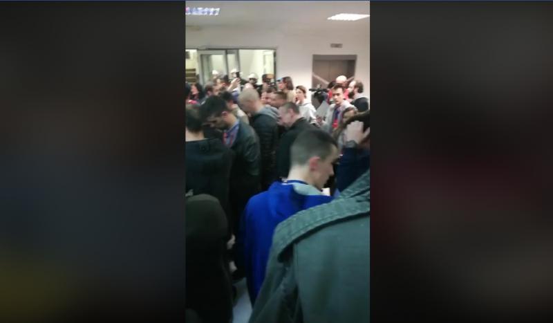 Rendkívüli: Belgrádban megrohamozták a köztévét a tüntetők