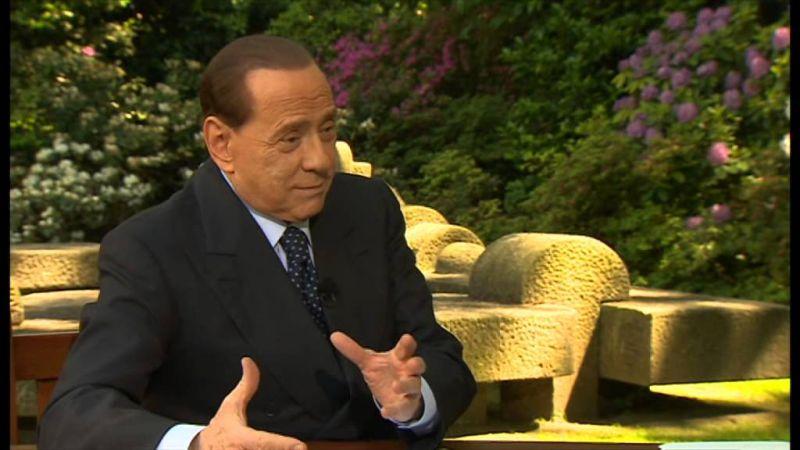 Berlusconi kiállt Orbán Viktor mellett