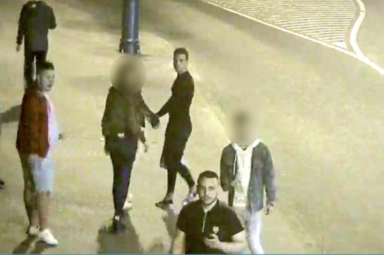 Földön fekvő férfit rugdostak össze Budapesten – ki ismeri fel őket?