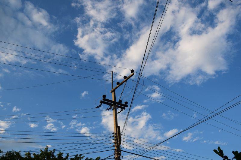 Átszakították a villanyvezetéket az M70-esen