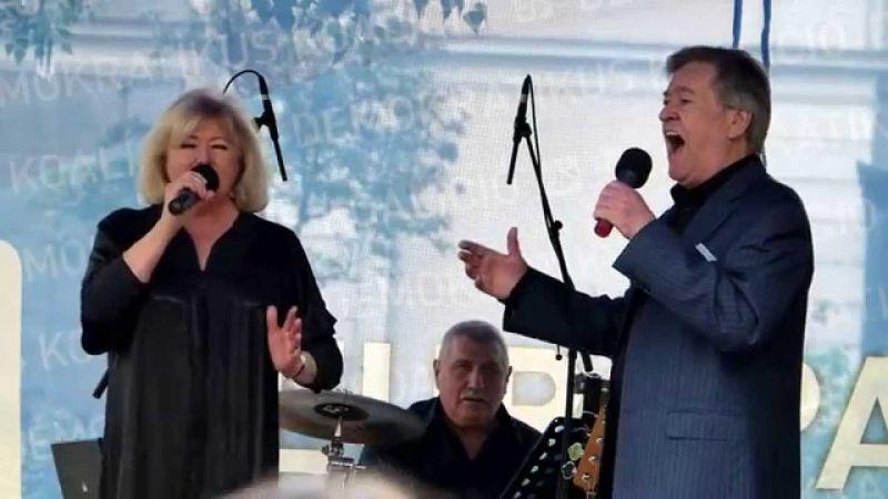 Megrázó interjúban mesélt Koós János halálának pillanatáról az énekes özvegye