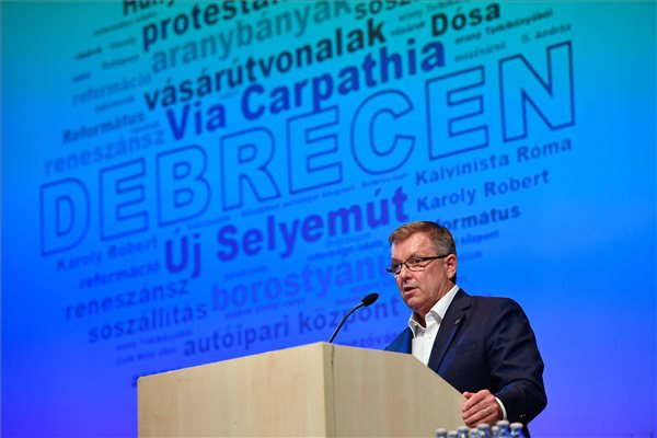 A Debreceni Egyetem díszdoktorává avatta Matolcsy Györgyöt