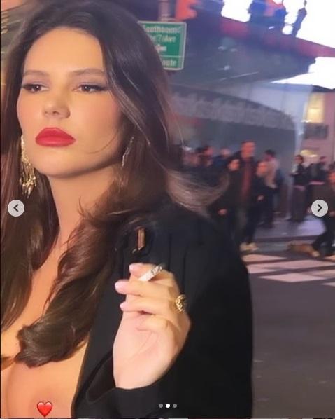 Forgalmas utcán vette elő a mellét a magyar modell – fotó