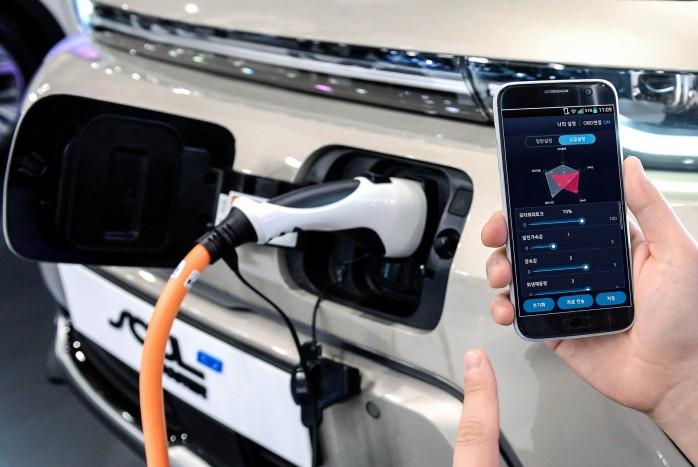 Okostelefonról növelhető a villanyautó teljesítménye