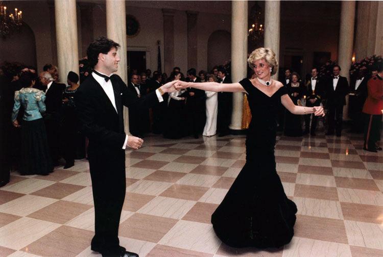 Lady Diana a kínzó fájdalmak ellenére megmutatta a világnak hercegi sarjat – így emlékezett vissza