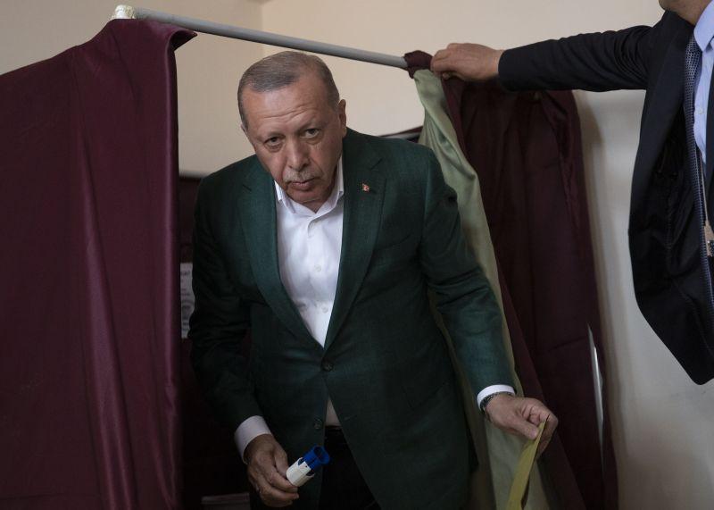 Az illiberális török autokrata tovább harcol az elvesztett fővárosért