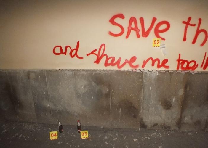 Lecsapott a rendőrség az Eger belvárosában graffitiző lányokra