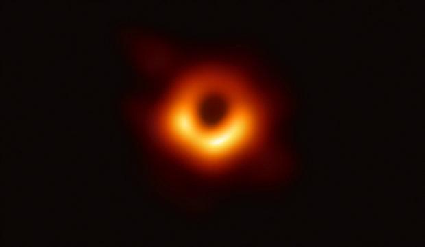 Igazi szenzáció: először fotóztak le egy fekete lyukat