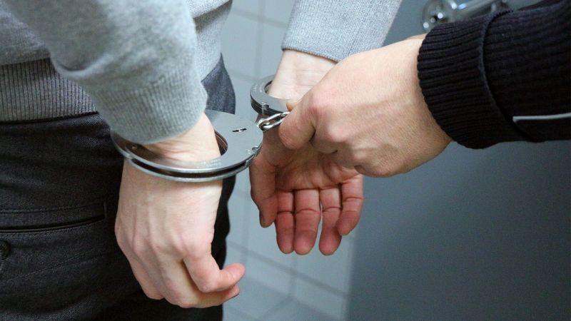 Őrizetbe vették a pár szál cigit és ötszáz forintot rabló férfit