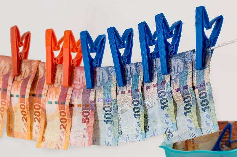 Osztrák pénzt segített tisztára mosni egy magyar banki alkalmazott