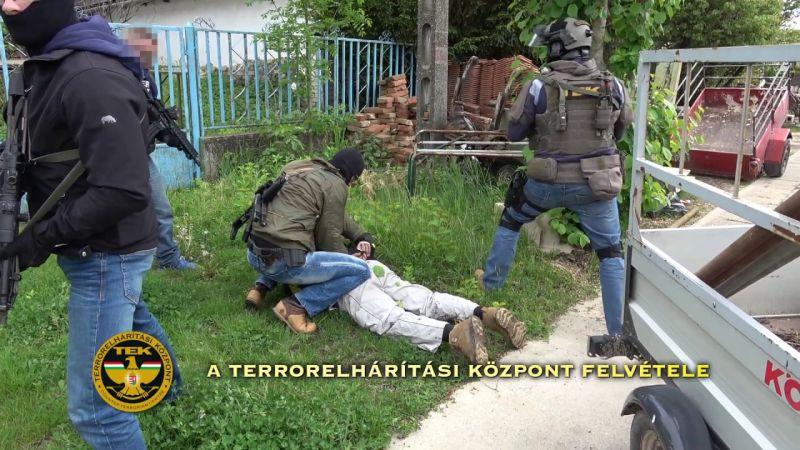 Most egy 62 éves fegyvertartóra csapott le a TEK – videó