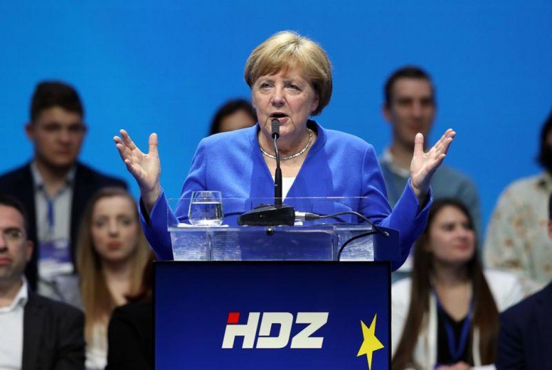Merkel: a hazaszeretet és az EU nem zárja ki egymást