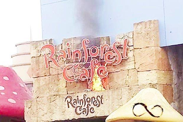 Tűz van a párizsi Disneylandben, kiürítik a helyet