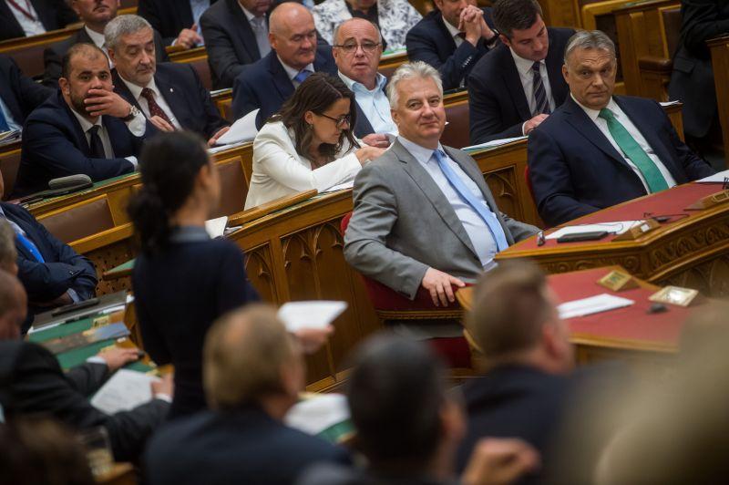 DK: Orbán Pária lesz Európában