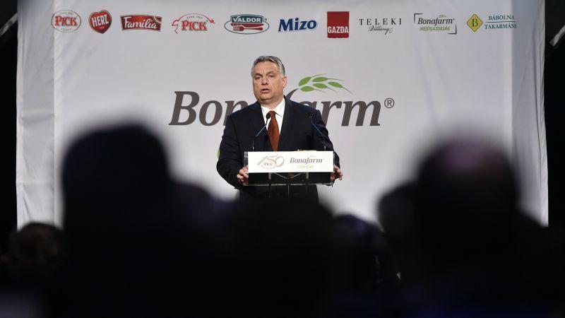 Orbán köszöntötte születésnapján a Pick szalámit