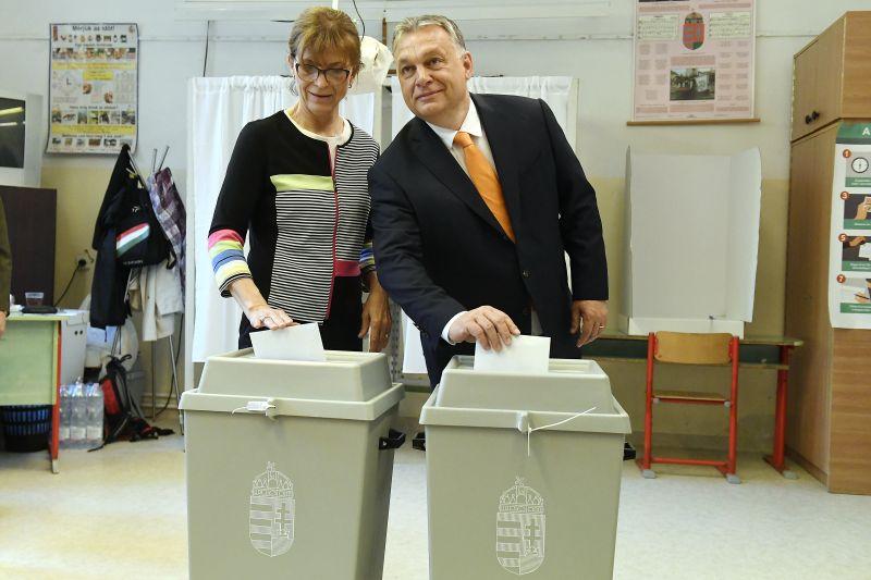 Orbán szavaz és modellt vált