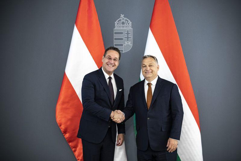A néppárti Orbán szerint a Néppárt csúcsjelöltje, Max Weber alkalmatlan – a populisták felé sodródik a Fidesz