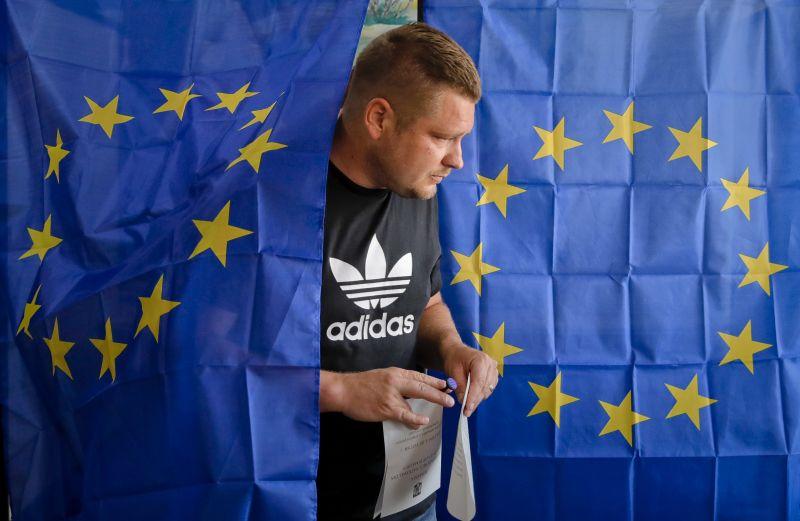 Ennyit a V4-ek egységéről: Szlovákiában a liberálisok győztek