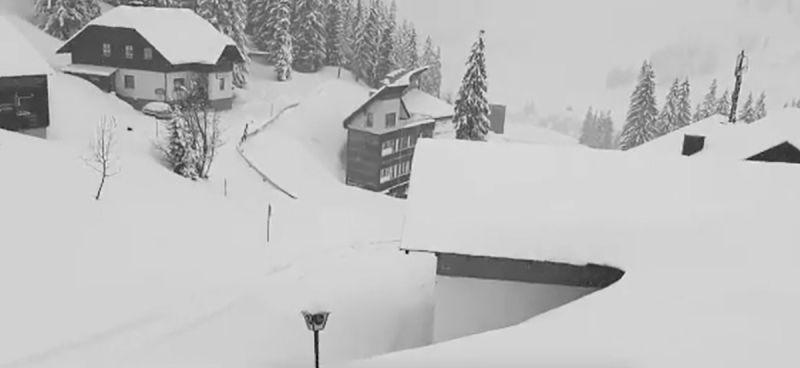Több méteres hóval tért vissza a tél Ausztriába, és a java csak ezután jön