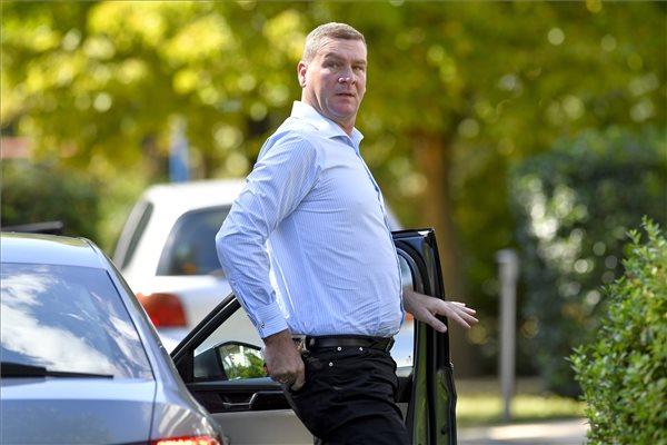 Fidesz: Botka László elvett 3500 forintot a nyugdíjasoktól