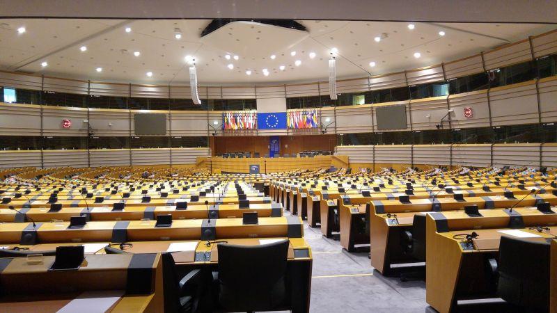 Több mint ezer újságíró özönli el Brüsszelt, az EP-épületet is elfoglalják