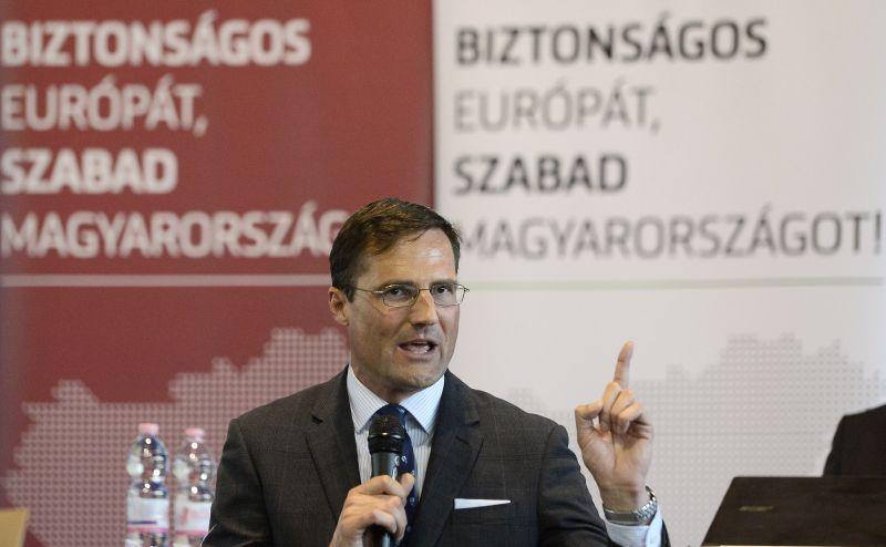 """Jobbik: """"ez a kormány nem megállítani akarja a migrációt, hanem meg akar belőle élni"""""""