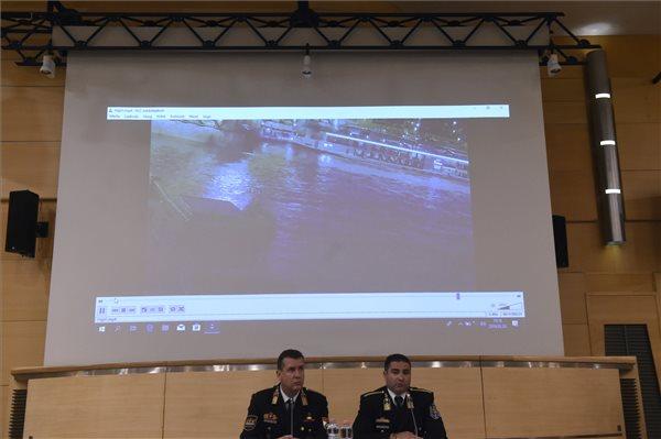 Ezt látta a rendőrség a hajóbaleset videófelvételén