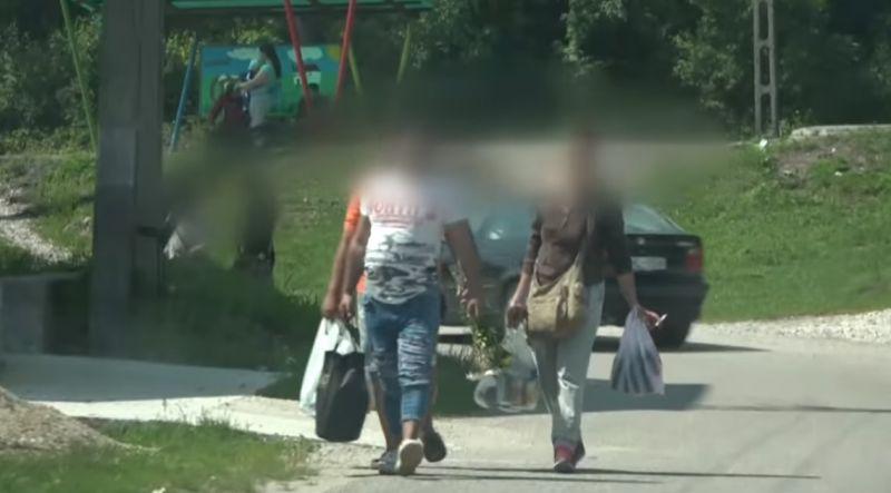 Ötezer forintot ért egy fideszes szavazat? Miskolci romákat videóztak gyanús helyzetben