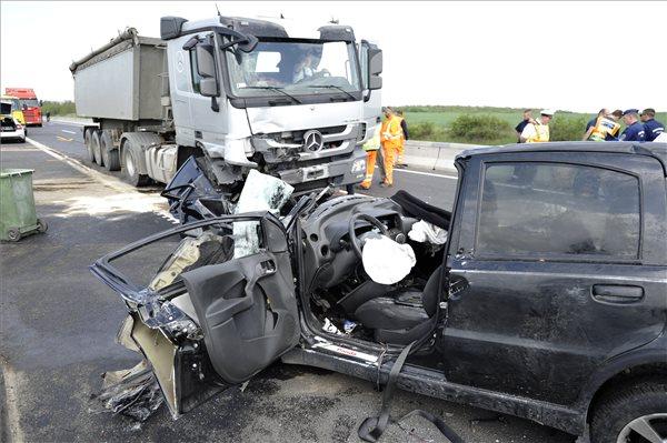 Halálos baleset történt az M2-es autóúton
