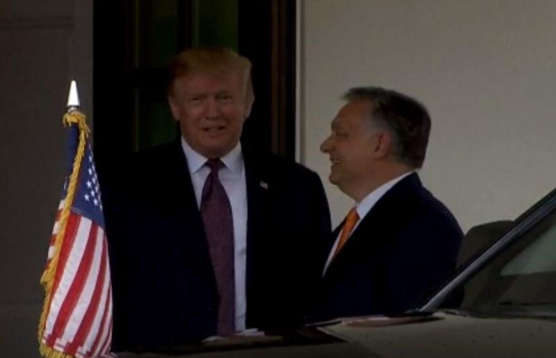 Orbán Viktor megérkezett a Fehér Házba, itt vannak az első felvételek