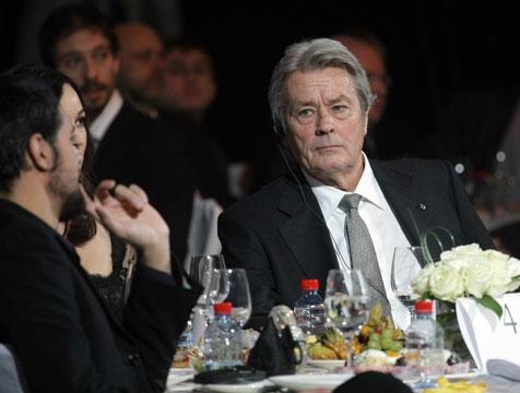 Sírva vette át az életműdíjat a legkeményebb francia színészlegenda – videó