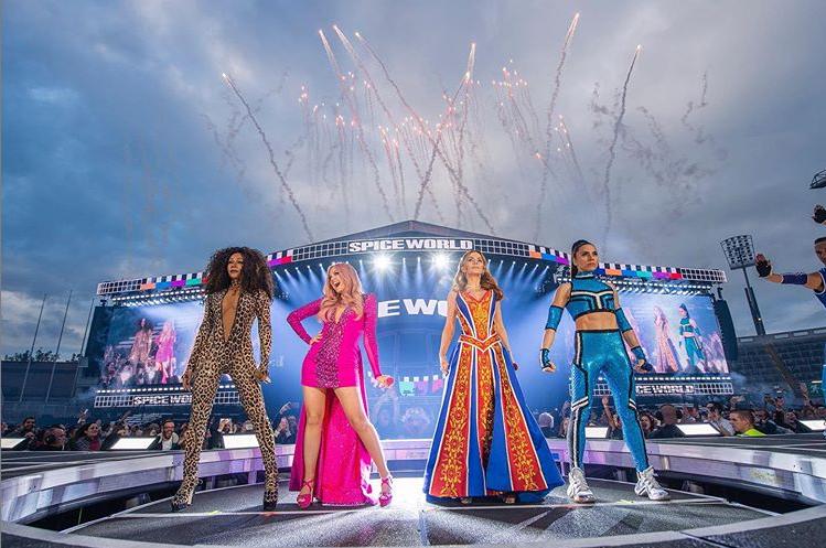 Csúfosan tért vissza a színpadra a Spice Girls