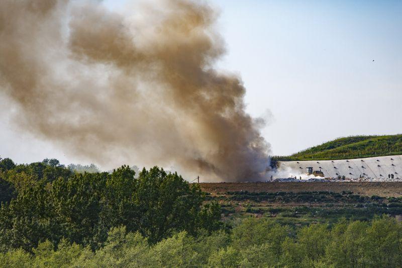 Nagykanizsán is tűz van, itt egy hulladéklerakó lángol