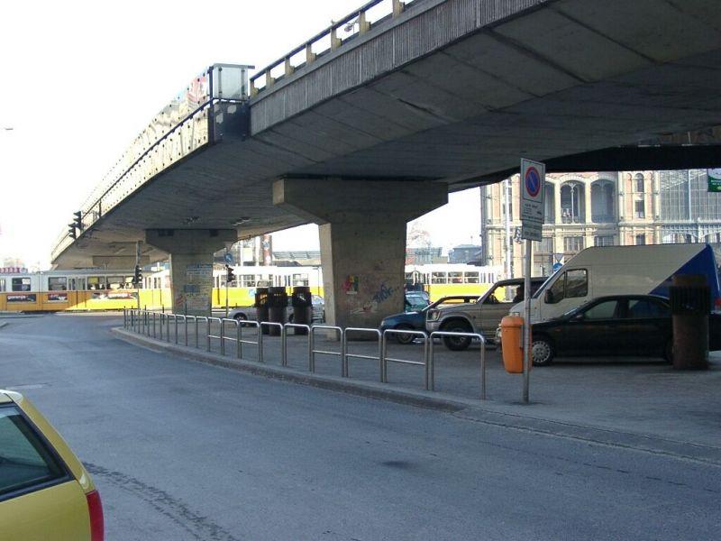 Olyan dugók jönnek, amiket még nem látott: lebontják a Nyugati téri felüljárót – mert csúnya