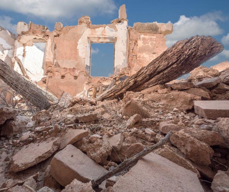 Rakéta csapódott a menekülttáborba – civilek haltak meg