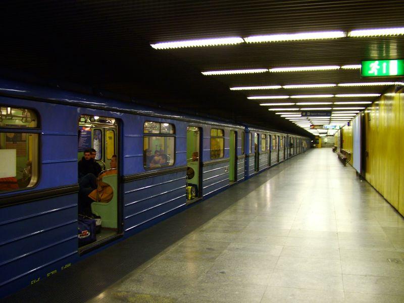 Karácsony megmérte: kemencévé vált a hármas metró – videó