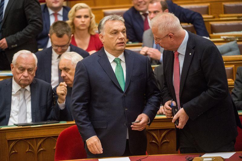 Elhagyja Orbán kormányát egy miniszter