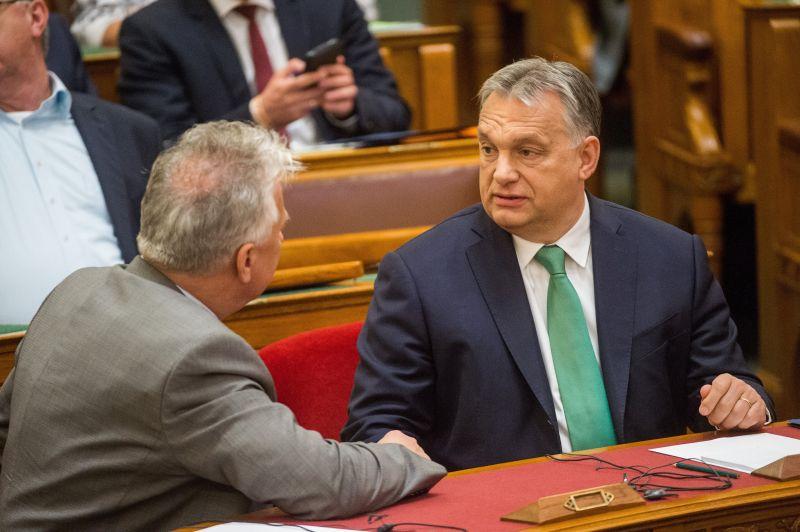 """Levelet írt Orbán Viktor a """"bölcseknek"""""""