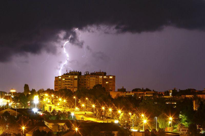 Több száz millió forintos kárbejelentést kaptak a hazai biztosítók a viharok miatt