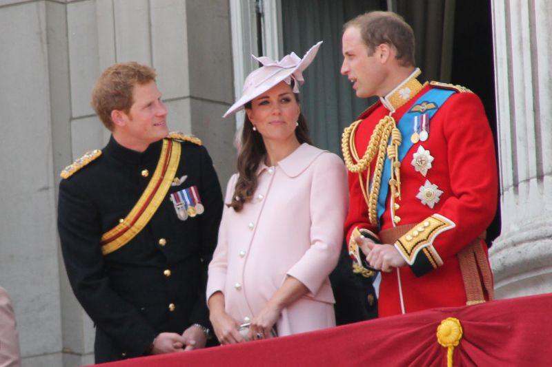 Az asszonyok ugraszthatták össze a hercegeket – újabb szakítás Vilmos és Harry között