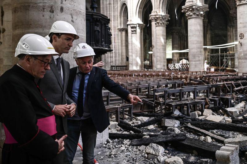 Döbbenet! Újra misét tartanak a Notre-Dame székesegyházban