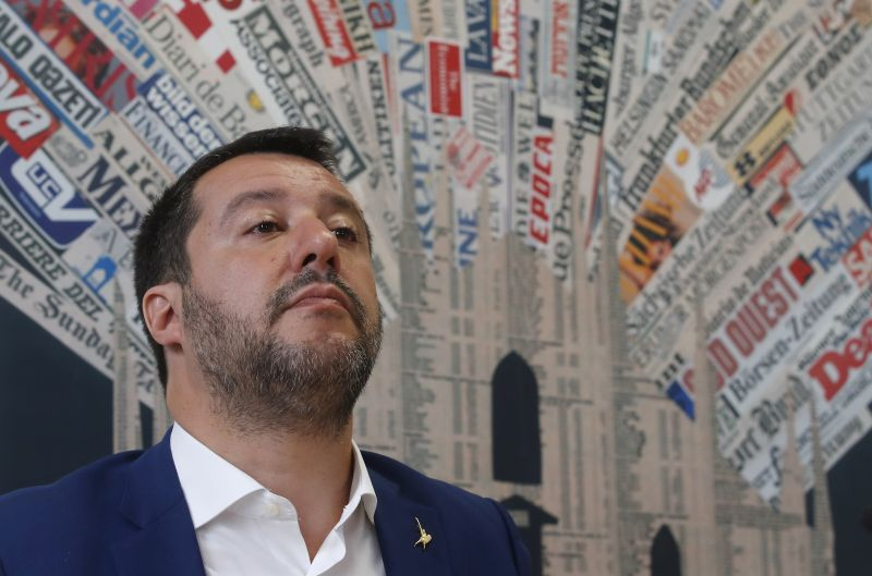 Nemrég Orbán a hősének nevezte, most mindenki magára hagyta Salvinit